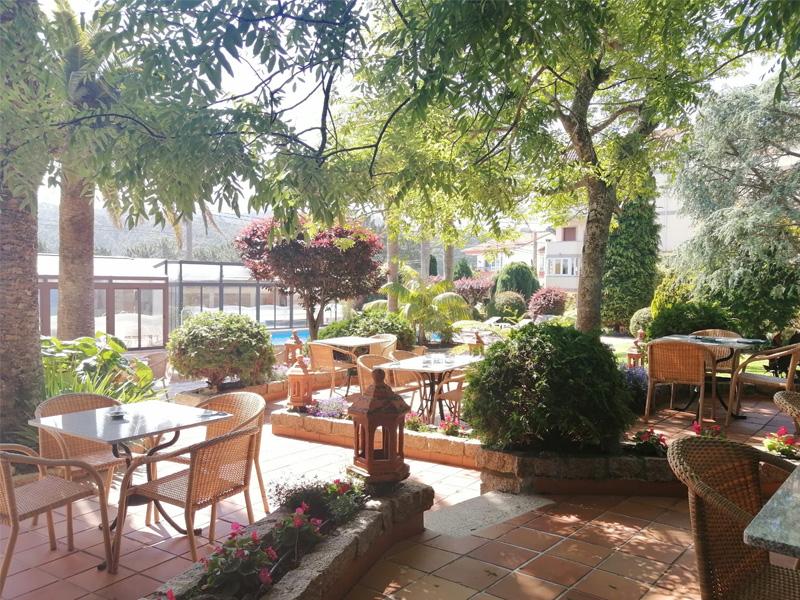 hotel o grove verano nuevas patio