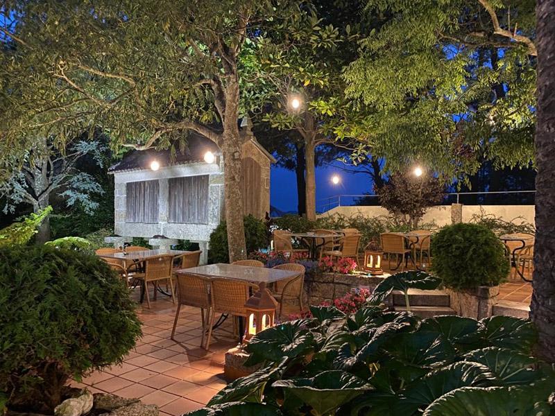 bosque mar hotel o grove piscina terraza